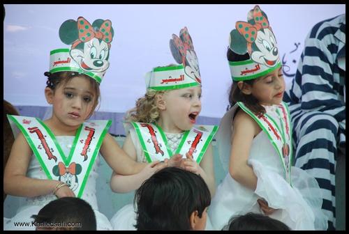 ثلاث زهرات من روضة البشير أثناء احتفالات مهرجان فلسطين للطفولة والتربية