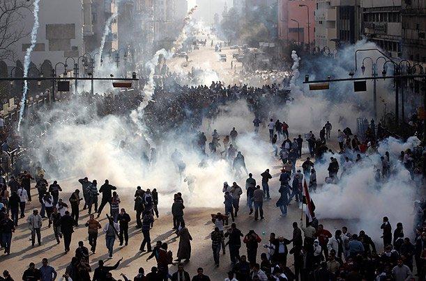 غاز مسيل للدموع ضد أبناء الوطن الواحد