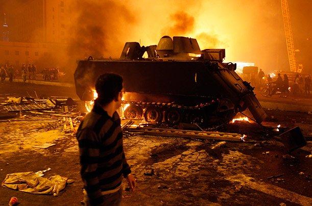 دبابة محترقة