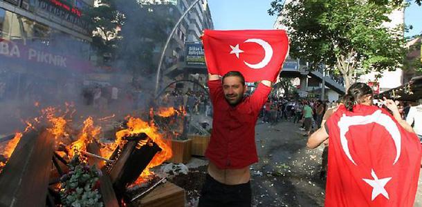 حقيقة ما يجري في تركيا