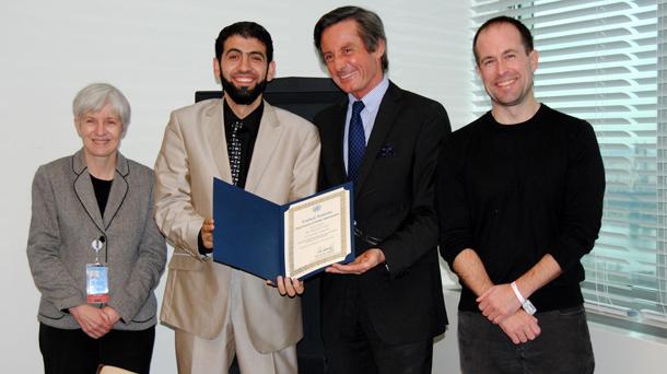 تكريم السيد (بيتر لونسكي) وكيل الأمين العام للأمم المتحدة نيابة عن الأمين العام للأمم المتحدة بان كي مون