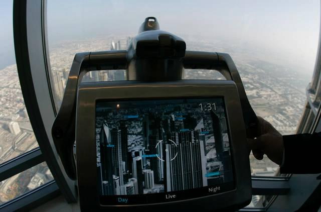 مشهد مدينة دبي من أعلى برج خليفة