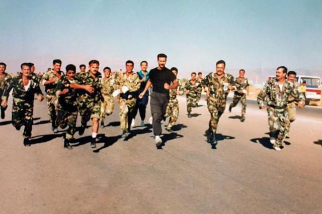 بشار الأسد وجنوده في تمارين أثناء خدمته في الجيش السوري