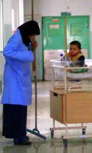 معاناة الحصار على عائلة غزية.. المهنة: مصدر دخل حيوي + أم
