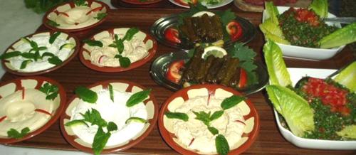 مائدة الإفطار في رمضان.. لابد أن تزينها الخضار