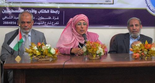 الكاتبة المصرية عزة عزت